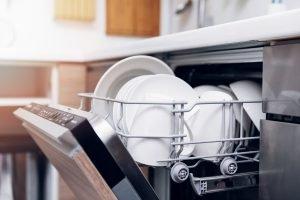 Die Küche und Haushaltsgeräte sauber halten